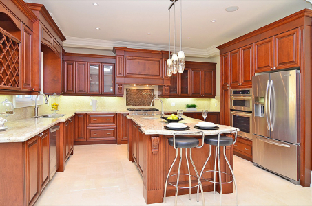 Maple wood Classic Kitchen with raised panel doors