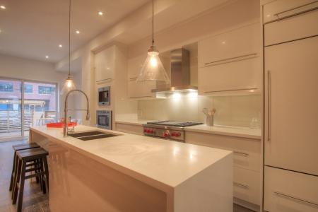Modern kitchen cabinets with quartz countertop