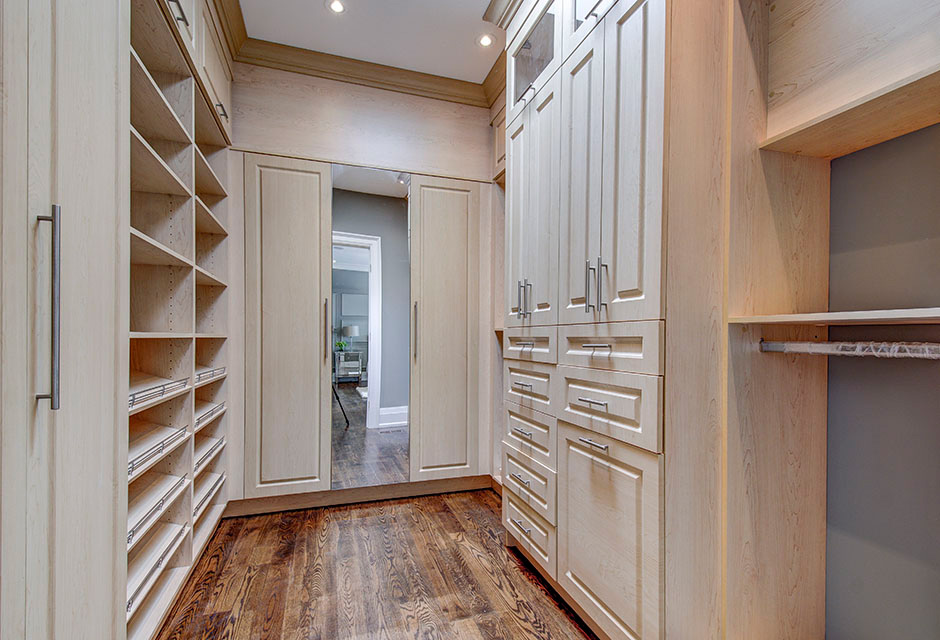 walk-in-closet-photo-1